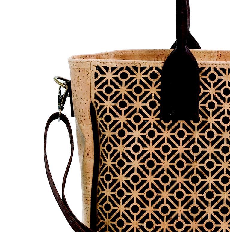 7805e62a988f7 Vorschau  Handtasche aus Korkstoff mit verspieltem Muster kaufen ·  Vorschau  Handtasche aus Kork kaufen