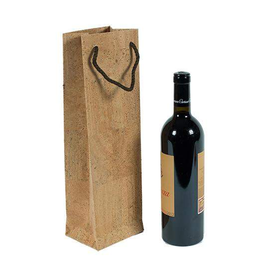 wein verschenken im flaschenbeutel aus kork papier geschenkverpackung kork. Black Bedroom Furniture Sets. Home Design Ideas
